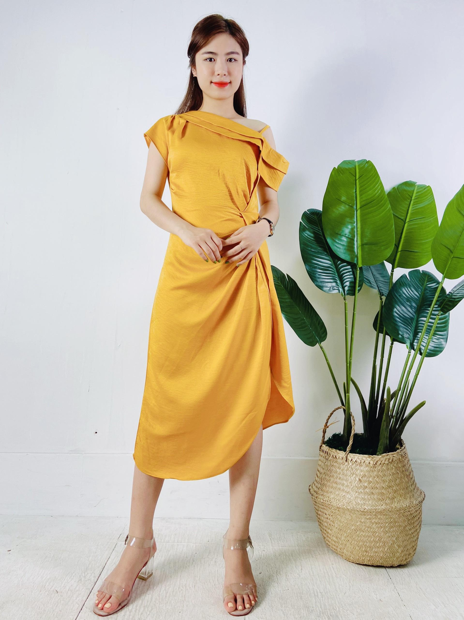 Váy Vàng Lệch Vai - Tủ 6